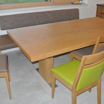 Stizgruppe mit Bank und Stühlen